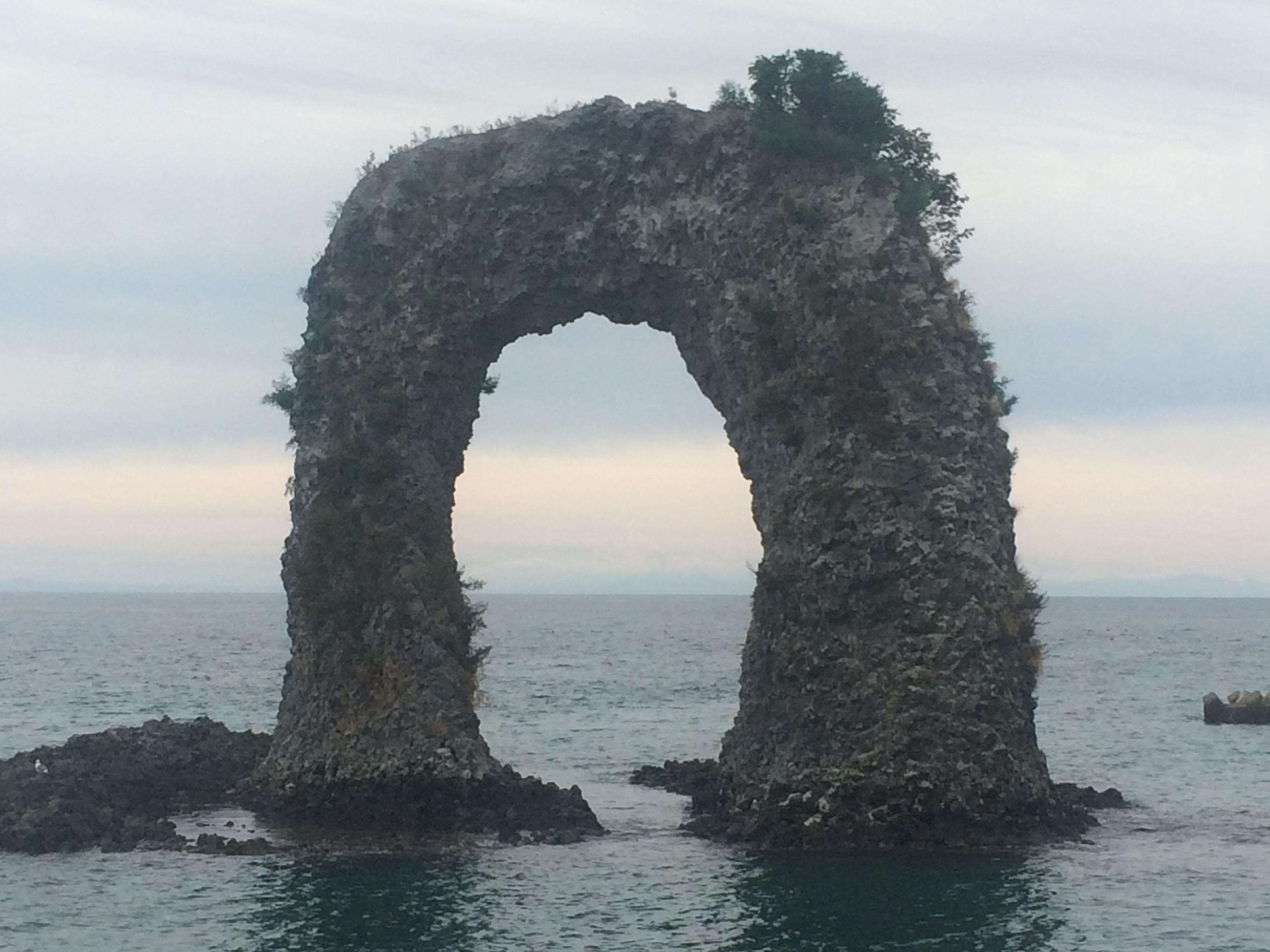 自然地形のユニークな奥尻島!!鍋釣岩と宮津弁天宮、そしてホヤ岩。